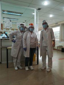 Médicos de AP con las pantallas protectoras de Laboratorios VIR